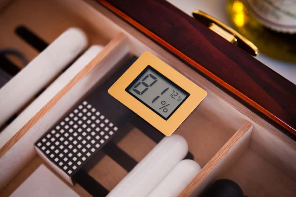 humidor with digital hygrometer